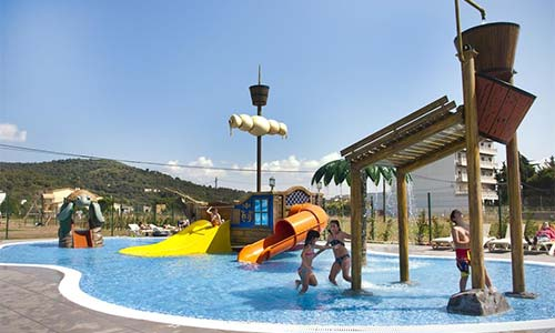 Hoteles con toboganes catalu a hoteles con parque for Hoteles familiares portugal