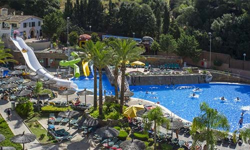 Hoteles con toboganes catalu a hoteles con parque - Parque acuatico menorca ...