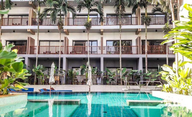 ¿Qué debo saber de la piscina del hotel al que voy?